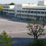 秋葉小・中学校まで  徒歩約11分(約851m)